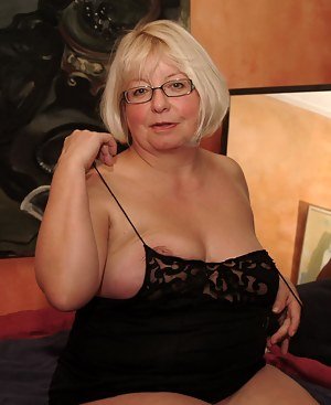 MILF Undressing Porn Pictures