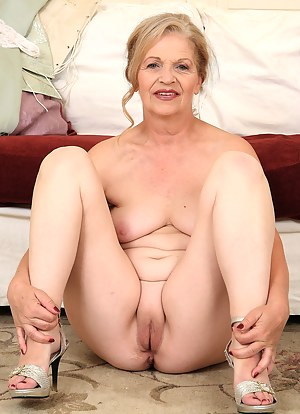 MILF Shaved Pussy Porn Pictures